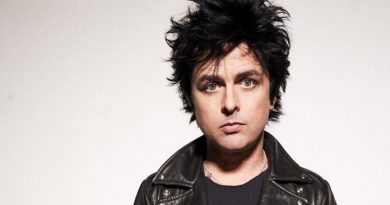 """""""I think it's inevitable that Trump has to leave, but he's holding half of the country hostage"""": Billie Joe Armstrong"""